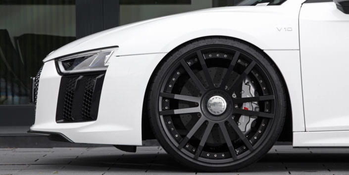 Black wheels Audi R8