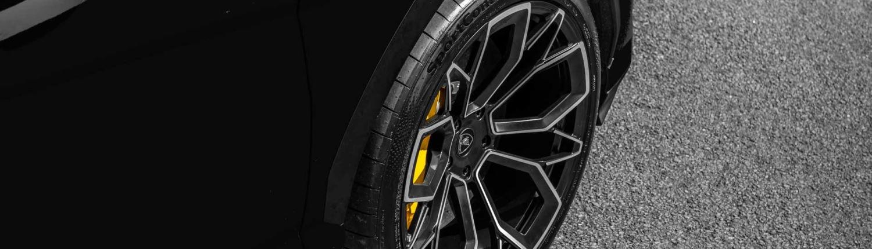 close up 23 inch wheel on urus