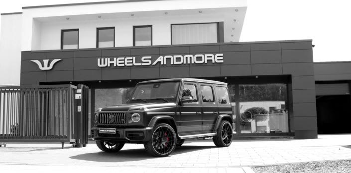 Black wheels 24 inch on a black g63amg