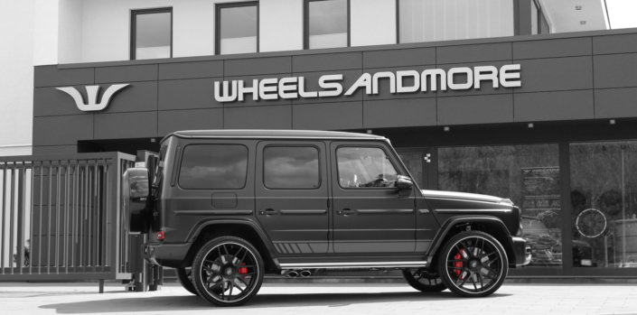 light side view black g63 with tuning