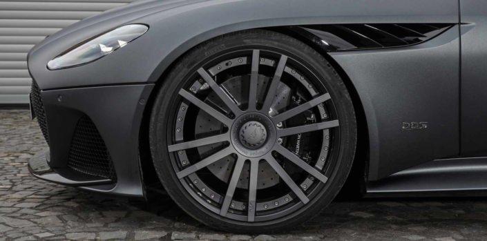 close up view front wheel FIWE 22 inch aston martin dbs superlegger