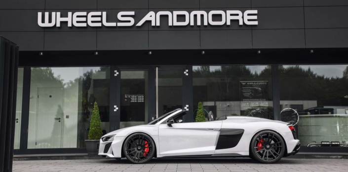 side view whit r8 with tuning 1050hp, wheels and suspension
