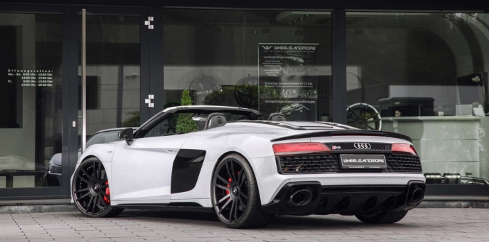 rear view whit r8 spyder 2020 with tuning upgrade