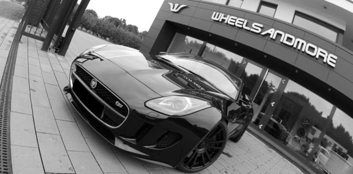 black jaguar f-type with black wheel fiwe in 20 inch