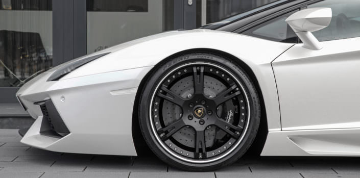 close up front wheel aventador