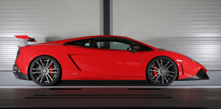 side view red gallardo with ultraconcave fiwe wheels 20 inch