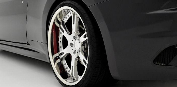 big massive rear wheel with 355/25/21 tire for maserati