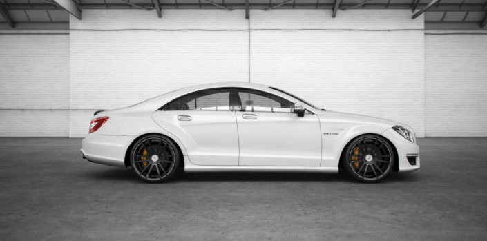 white cls63amg with fiwe concave tuning wheels in black