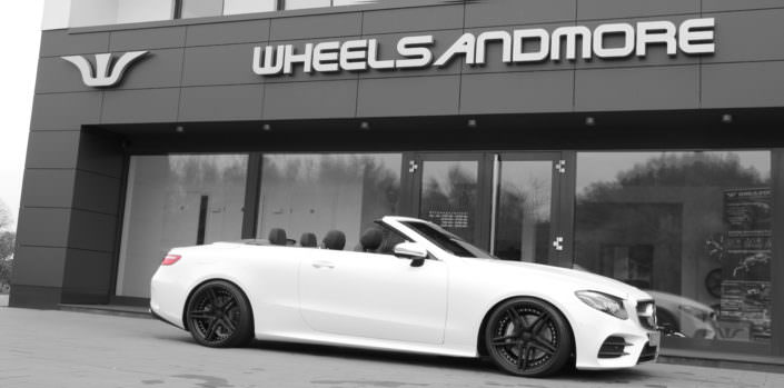 e400 convertible side view white car with 20 inch black fivestar wheels