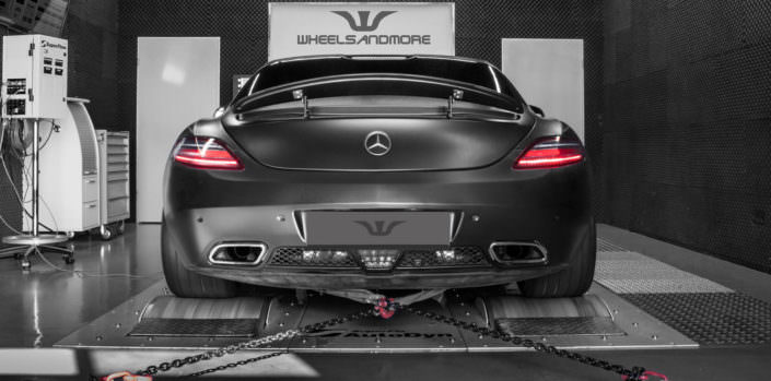 mercedes sls rear view on dyno
