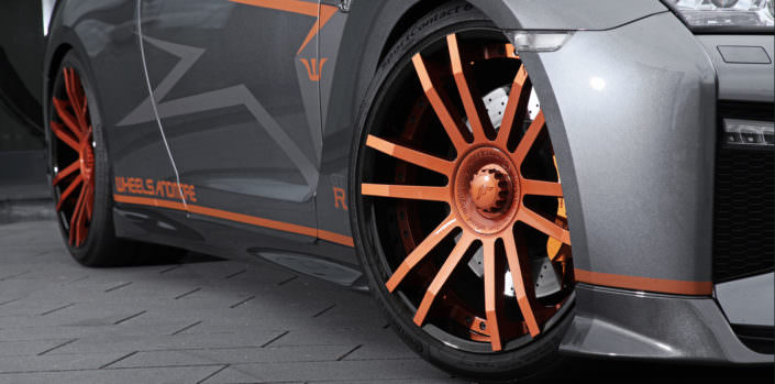 close up fiwe wheel 21 inch nissan gtr