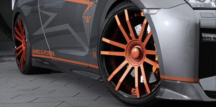 close up fiwe wheel 21 inch nissan gtr