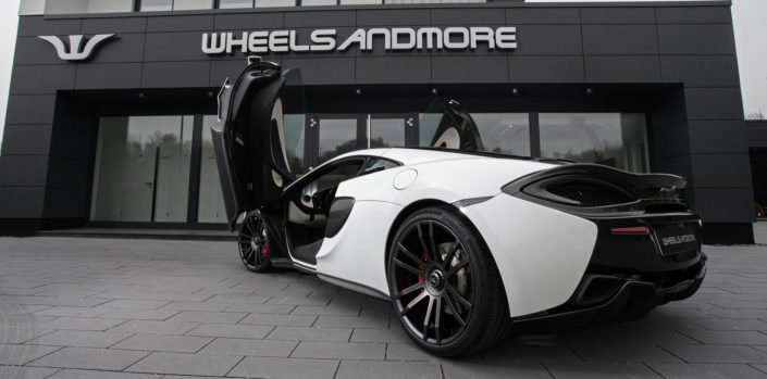 rear view 12,0x21 fiwe wheel on mclaren 570gt
