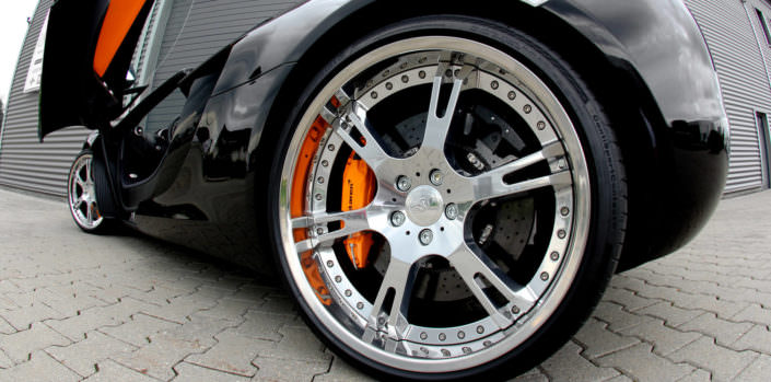 close up high glossy rear wheel 6sporz on mclaren mp4-12c